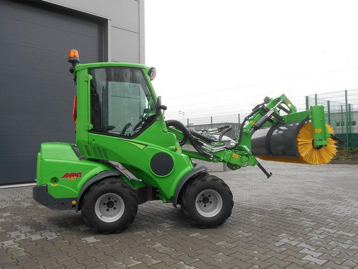 Gebrauchte                                          Kompakttraktoren:                     Avant  - Avant 640 Vorführmaschine (gebraucht)