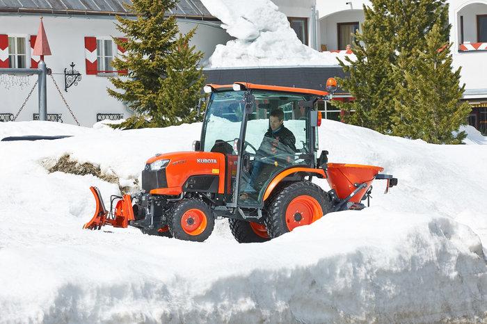 Winterdienst:                     Kubota - B2350H CAB
