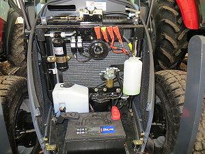 Ölkühler für die Hydraulik. Leicht zugänglich bei Wartungsarbeiten.