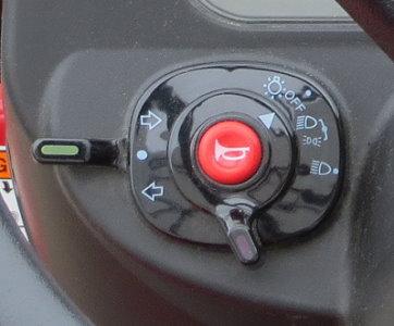 Bedienelemente für Hupe und Licht bequem am Armaturenbrett zu erreichen.