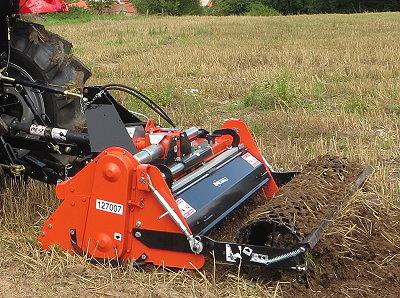 Arbeitsgeräte und Zubehör passend von BGU lieferbar. Winterdienst-Traktoren zu Sonderkonditionen.