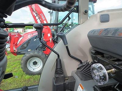 Joystiksteuerung für die Fronthydraulik- und Frontladerfunktionen.