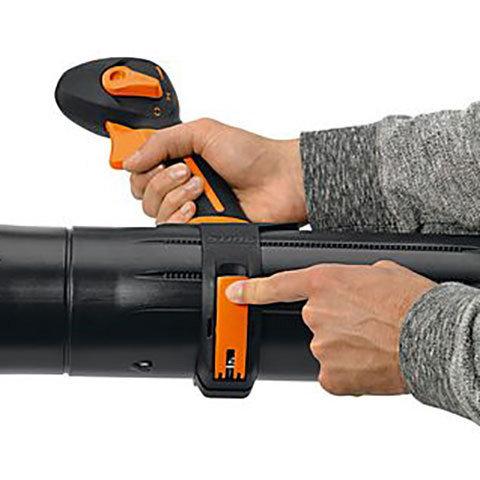 Werkzeuglose Griffpositionsverstellung  Die Griffposition lässt sich schnell und werkzeuglos für die Körpergröße des Anwenders optimieren.