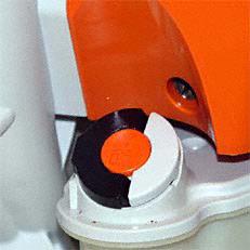 Werkzeugloser Tankverschluss: Der patentierte Spezialverschluss für den Kraftstofftank. Die Tanks der damit ausgestatteten Motorgeräte lassen sich schnell, ohne großen Kraftaufwand und ohne Werkzeug öffnen und wieder verschliessen.