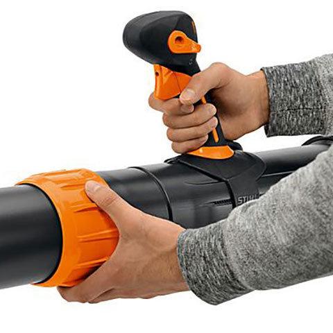 Schnellverstellung Blasrohr: Das Blasrohr kann stufenlos an die Körpergröße des Anwenders oder die Reinigungsaufgabe angepasst werden.