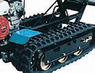 Die grobstolligen und breiten Raupen gewährleisten beste Traktion und höchste Stabilität in schwerstem Terrain.