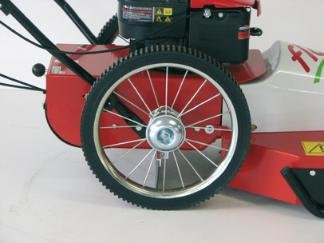 Die hohen Antriebsräder kommen auch mit sehr unebenem Gelände gut zurecht. Mit den 3 Gängen hat man immer die passsende Geschwindigkeit.