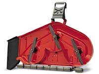 Das patentierte, 122 cm breite Mähwerk ist zur Erzielung eines gleichmäßigen Rasenschnitts mit zwei Mähmessern ausgestattet. Mit Seitenauswurf.