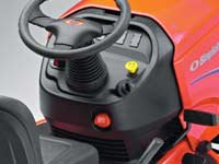 Geschwindigkeit über Fußpedal regelbar, griffiges Lenkrad und Geschwindigkeitskontrolle sind nur einige der Eigenschaften des Bedienkomforts.