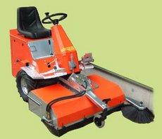 Kehrmaschinen: Westermann - CM2 (Honda m. Hydraulik)
