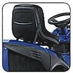 Der Sitz lässt sich komfortabel verstellen, ohne dass der Fahrer von der Maschine absteigen muss. Die ergonomische Form schont den Rücken und sorgt für ermüdungsfreies Fahren.