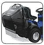 Der 350-Liter-Fangsack vom CM 7423 4WD wird leicht vom Fahrersitz aus elektrisch entleert.