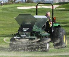 Gebrauchte  Golfplatztechnik: Turfco - CR-7 gezogener Besander (gebraucht)