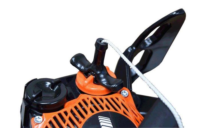 gesicherte Kettenraddeckel Muttern Die Muttern des Kettenraddeckels sind gegen Abfallen beim Öffnen des Kettenraddeckels gesichert.