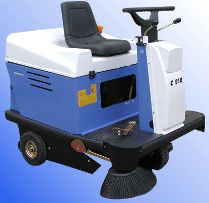Kehrmaschinen:                     Iseki - C 910 H