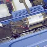 Durch den leichten Wartungszugang zum Filterraum können die 4 Filterpatronen schnell ausgebaut und gereinigt werden. Die elektrische Abrüttelvorrichtung sorgt dafür, dass die Filter bequemer gereinigt werden können und eine höhere Filterstandzeit haben.