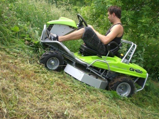 Komfortsitz und komfortables Fahren mit stufenlosem Hydrostatantrieb mit automatisch-selbsttätiger Feststellbremse beim Einlegen des Fahrhebels in die Parkstellung
