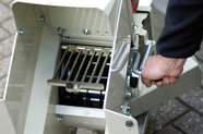 Feinzerkleinerung: Für feines Material wird das patentierte Sieb im Geräteausgang geschlossen (screen-control).