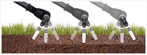 Im Gegensatz zu den Motorhacken ist der CULTIVION stabil bei der Arbeit und erfordert keinen Druck auf das Gerät. Der CULTIVION wurde für die rückschreitende Arbeit entwickelt, so dass Sie nicht in den soeben bearbeiteten Boden treten müssen.