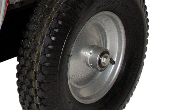 kugelgelagerte Räder -  Durch die kugelgelagerten Räder lässt sich der Großflächenbläser sehr leicht schieben und besitzt eine hervorragende Manövrierbarkeit.