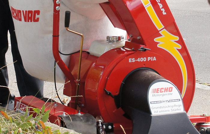 Saughöhe stufenlos verstellbar -  Die Saughöhe der Fahrlaubsauger ist einfach und stufenlos über eine bequem zu erreichende Kurbel einstellbar.