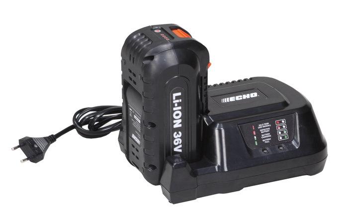Schnellladegerät -  Durch das Schnellladegerät, ist der Akku in nur 50 min. wieder zu 100% aufgeladen.