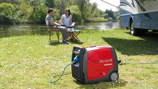 Ein mobiler Stromerzeuger ist nicht nur kompakt und leicht, sondern auch flexibel einsetzbar. Zu Hause, im Garten, bei der Strandparty und beim Campen.