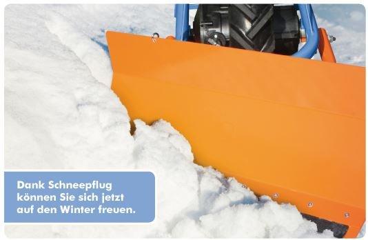 Das variabel einstellbare Schneeschild hat eine Breite von 65cm und beseitigt Schnee bis 30cm Höhe