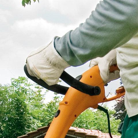 Werkzeuglose Griffeinstellung  Der Bügelgriff kann einfach und ohne Werkzeug individuell eingestellt werden.