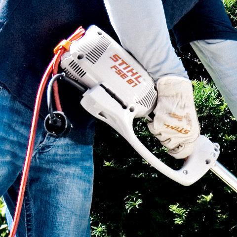 Kabelzugentlastung  Die Kabelzugentlastung sorgt dafür, dass die Steckverbindung beim Nachziehen nicht versehentlich getrennt wird (Abb. ähnlich).