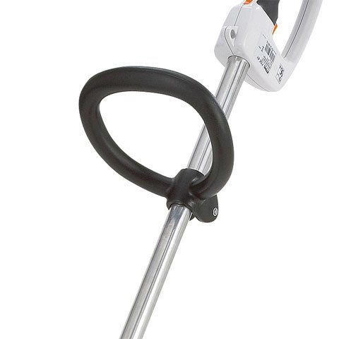 Bügelgriff  Mit dem praktischen Bügelgriff lässt sich das Gerät einfach und präzise führen. Die Griffposition des Griffs ist auf die individuelle Körpergröße und auf besondere Mähsituationen einstellbar. (Abb. ähnlich)