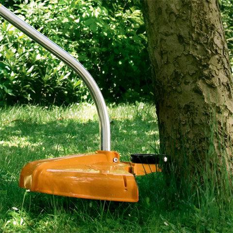 Stützrad  Das Stützrad schützt Baumrinde und Pflanzen, da der Mähfaden nicht über die Position des verstellbaren Rades hinaus schneidet. (Abb. ähnlich)