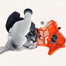 STIHL ErgoStart (E): Starten wird jetzt noch leichter. Beim neuen STIHL ErgoStart ist zwischen der Seilrolle der Anwerfvorrichtung und der Kurbelwelle eine zusätzliche Spiralfeder geschaltet, die gegen den Verdichtungsdruck am Kolben aufgezogen wird. Ist die Federkraft größer als der Verdichtungsdruck, dreht die Kurbelwelle durch und der Motor springt an. Der Anwender startet die Maschine bequem ohne störende Kraftspitzen.
