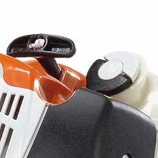 Werkzeugloser Tankverschluss: Der patentierte Spezialverschluss für den Kraftstofftank. Die Tanks der damit ausgestatteten Motorgeräte lassen sich schnell, ohne großen Kraftaufwand und ohne Werkzeug öffnen und wieder verschliessen. Füllstandkontrolle durch transparenten Tank.