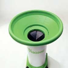 Einfülltrichter (gerade): Ein großer Einfülltrichter erleichtert die Beschickung der VIKING-Garten-Häcksler. Der lärmgedämmte Trichter mit eingebautem Spritzschutz sorgt für geräuschreduziertes Arbeiten und Sicherheit für den Anwender.