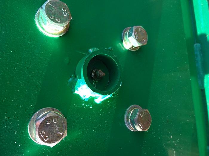 Kleine Datails bewisen, dass man es ernst meint mit durchdachter Technik: Stahlringe schützen Schmiernippel vor Beschädigung.