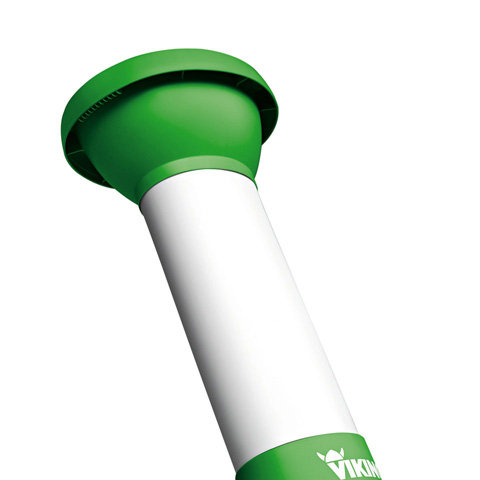 Einfülltrichter (schrägstehend)  Ein großer Einfülltrichter erleichtert die Beschickung der VIKING Garten-Häcksler. Der lärmgedämmte Trichter mit eingebautem Spritzschutz sorgt für geräuschreduziertes Arbeiten und Sicherheit für den Anwender.