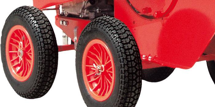 große Räder -  Große breite Reifen ermöglichen den einfachen Transport und sorgen für einen sicheren Stand der Maschine.