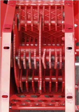 Qualität liegt im Detail Extrastarke, aus Spezialstahl gefertigte Hammerklingen garantieren sehr gute Häckselarbeit und lange Standzeiten.  An einer schweren Rotorscheibe sind standfeste Schnitzelmesser angebracht.