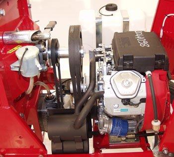 Kraftvoll, robust: Der GHX-CH1000 erhält seine Kraft von einem 14,7 kW / 20 PS Honda Motor. In Verbindung mit der robust gebauten Antriebseinheit garantiert dies für einen langen wartungsarmen Einsatz des Gerätes.