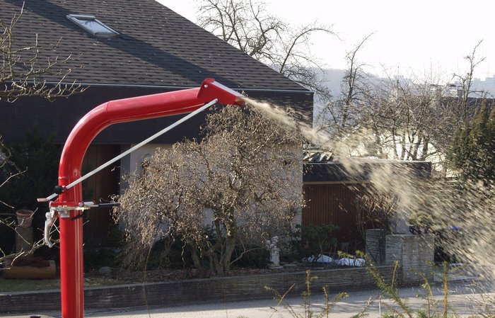 Hochauswurf -  Durch den 270° schwenkbaren Hochauswurf wird das Häckselgut sofort als Mulchmaterial wieder zurück in's Gebüsch geblasen, oder zum bequemen Abtransport auf die Ladefläche des Anhängers.