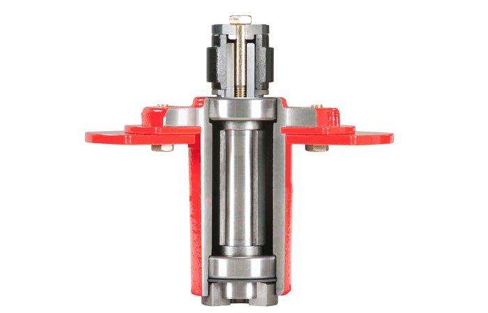 XL-Mähwerksflansch -  Wartungsfreie XL-Mähwerksflansche mit 25 mm Stahl-Schaft und Gehäuse aus dickwandigem Gusseisen für maximale Stabilität.