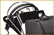 Ergonomische Steuerungen, unabhängiges Antriebssystem für jedes Antriebsrad. Dadurch wird die optimale Steuerung von Geschwindigkeit und Lenkung sowohl vorwärts als auch rückwärts ermöglicht.