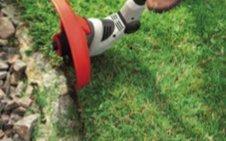 FLEXIBEL IN ALLE RECHTUNGEN  Durch den 180° Grad drehbaren Trimmerkopf können auch überhängende Rasenkanten präzise geschnitten werden – für schön gepflegten Rasen bis an den Rand (GTE 450/550, GTLi 18V/GT 4030). Für die richtige Länge und Arbeitsposition des Trimmers sorgen der Teleskop-Alu-Schaft und das  flexible Griffteil, durch die sich die Trimmer einfach und schnell einstellen lassen.