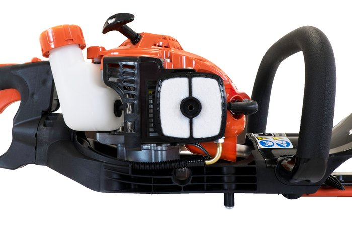 Hochleistungsluftfilter  Der Luftfilter ist unter einer Abdeckung einfach zu erreichen. Der Spezial-Filz sorgt für eine lange Lebensdauer und kann immer wieder mit Kompressor-Luft ausgeblasen werden.
