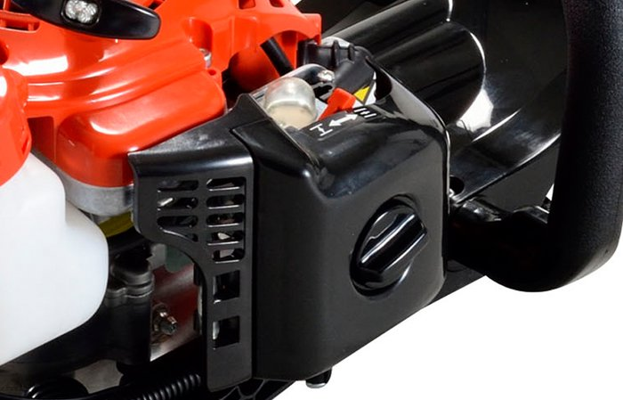 Kraftstoffpumpe leicht erreichbar  Durch drücken der manuellen Kraftstoffpumpe, lässt sich Kraftstoff in den Vergaser befördern. Dadurch lässt sich das Gerät auch nach einer längerern Pause leichter starten. (Abb. ähnlich)