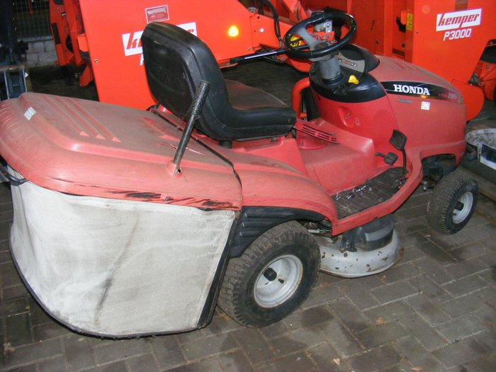 Gebrauchte                                          Aufsitzmäher:                     Honda - HF 2315 H (gebraucht)