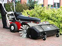 Kehrmaschinen:                     Tuchel - HKM 120 Honda