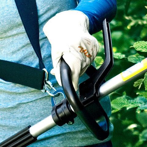 Rundumgriff  Mit dem praktischen Rundumgriff lässt sich das Gerät einfach und präzise führen. Die Griffposition des Rundumgriffs ist auf die individuelle Körpergröße und auf unterschiedliche Schnittaufgaben einstellbar. (Abb. ähnlich)