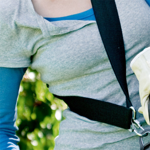 Traggurt  Die STIHL Traggurte erleichtern besonders bei Langzeiteinsätzen die Arbeit. Sie bieten viel Bewegungsfreiheit beim Einsatz des Gerätes. Ein jeweils zum Modell passender STIHL Traggurt gehört zur Serienausstattung. Fragen Sie Ihren Fachhändler. (Abb. ähnlich)